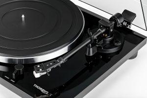Thorens-TD-201-Turntable-black